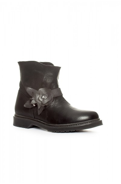 Boots Sarah